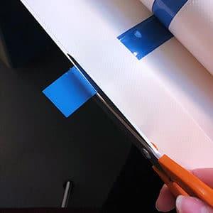 Médicascreen® - Découpe des galons à la main par une équipe de couturières expérimentées en atelier proche de Nantes