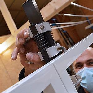 Enjoyourtech, équipe de techniciens poseurs monte et installe vos paravents Médicascreen® partout en France