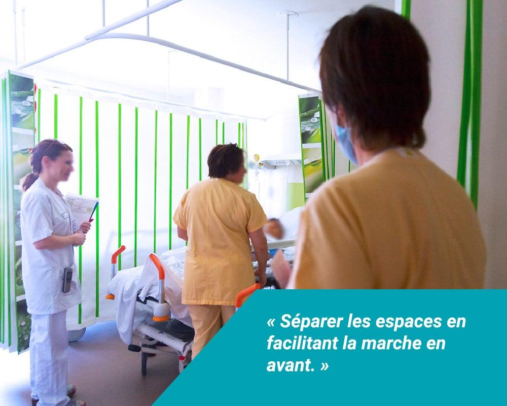 Les écran d'intimité Médicascreen® permettent de séparer les espaces en facilitant la marche en avant, lors des soins ambulatoires.