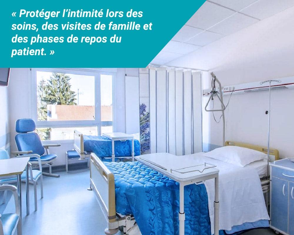 Grâce aux installations Médicascreen® l'intimité de vos patients en chambres doubles est protégée lors des soins, des visites de famille et des phases de repos.