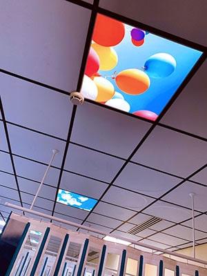 HAPPYSKY LED®, dalles de faux plafond décoratives rétro-éclairées pour espaces de santé